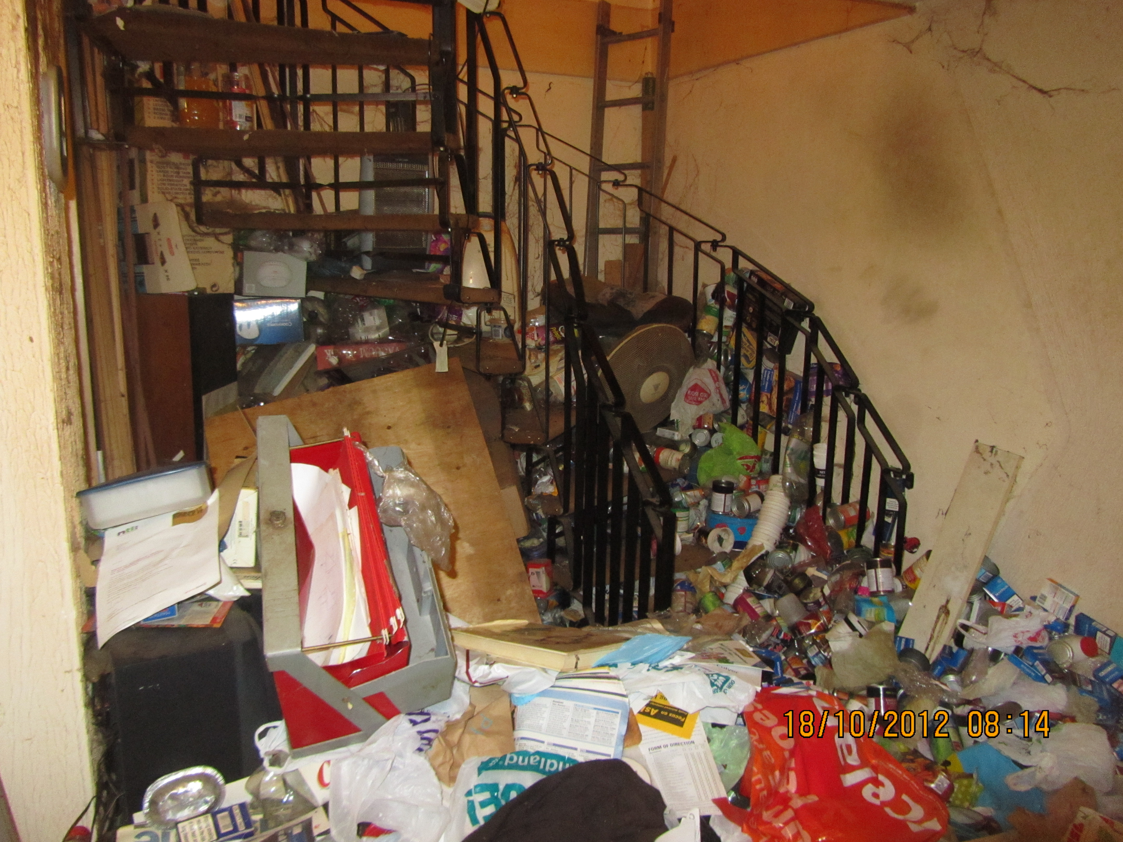 House clearance in farnham surrey gu9 clearing a hoarded for Home pictures